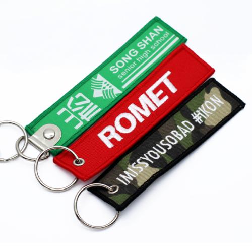 Gestickte Schlüsselanhänger mit zweifarbigem Druck